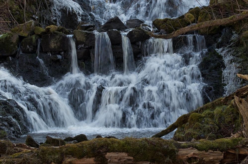Fotoutflykter till Röttle by och Rävafallet. Innehåller också fototips på hur du fotograferar rinnande vatten (2/6)