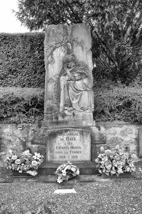 Monument över stupade från Baye